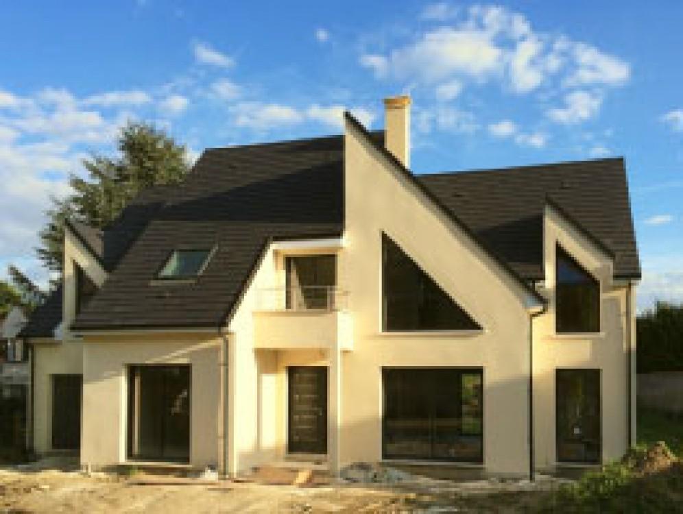 Cette Maison, Construite Sur Mesure Et Par Nos Soins à Galluis (78) En  2014, A Bénéficié Du Savoir Faire De Notre Atelier Artisanal De Charpente.