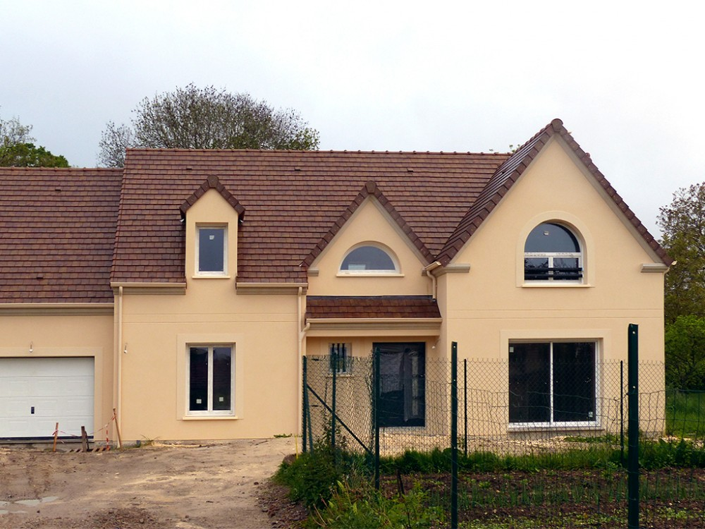 Construction maison individuelle traditionnelle c lia de for Maison avec chien assis